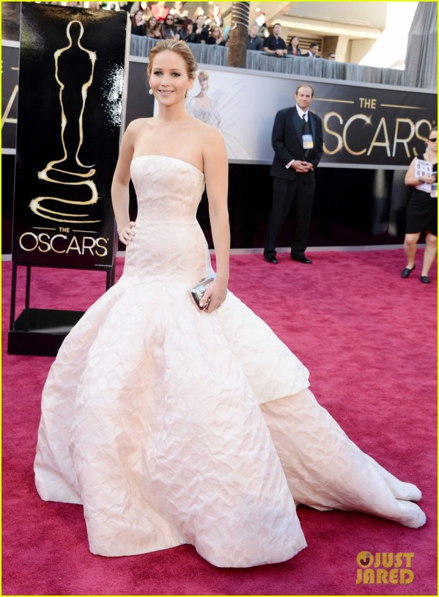 jennifer-lawrence-oscars-2013-red-carpet-01